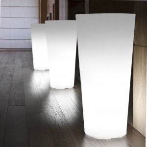 HILO tall- világító kaspó Világító bútorok